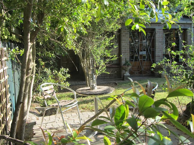 Secluded Conservatory near Old Mutual
