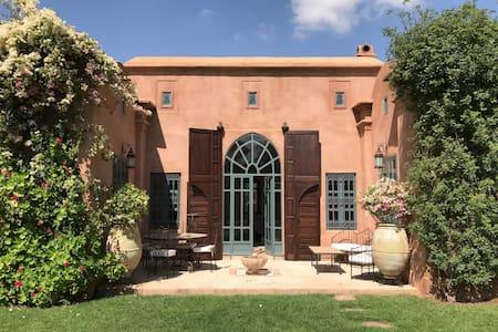 Villa avec piscine et jardin privés