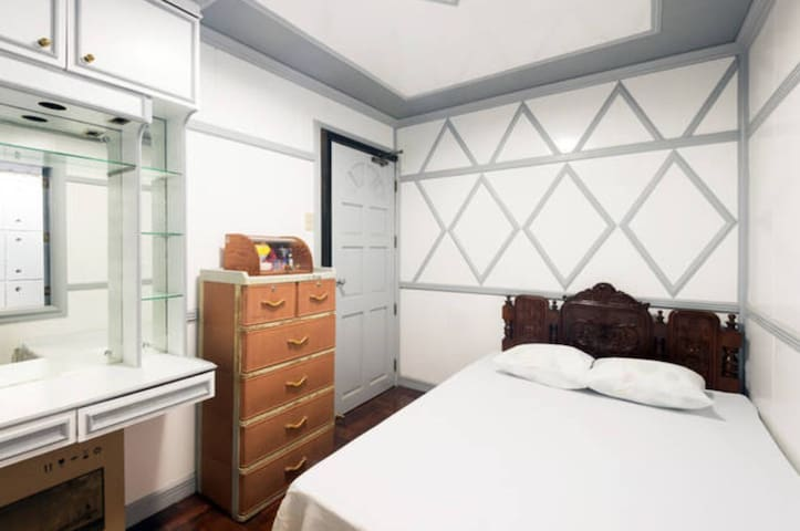 """Baguio """"Truth"""" Room at Newly Renovated 7 Gifts"""