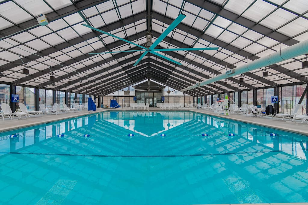 Large indoor pool.2 min walk from condo,very close