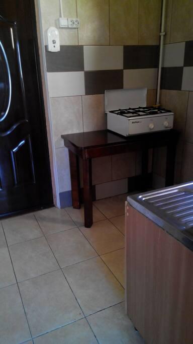 cucina a gas e frigo