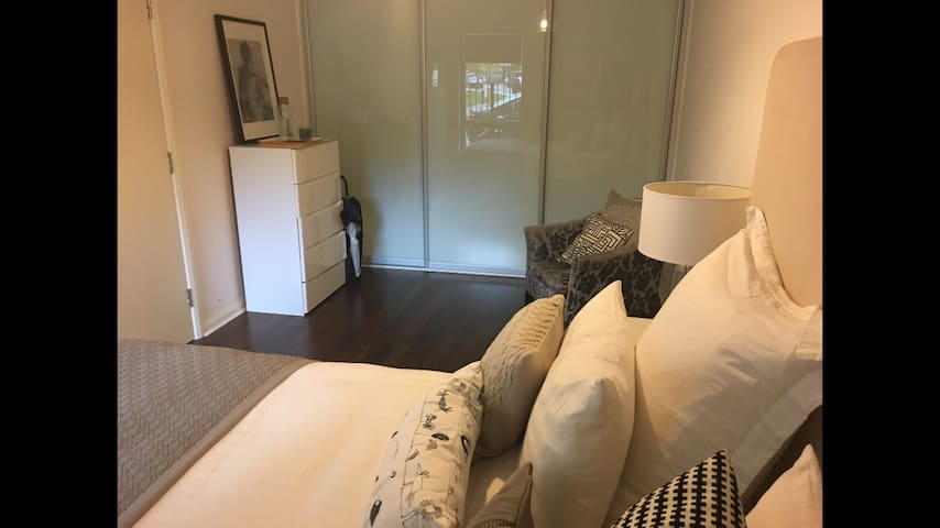 Contemporary flat near centre/ 3mins from Tube