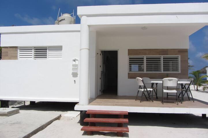 Casa a orilla de  playa, privada, amplia y hermosa