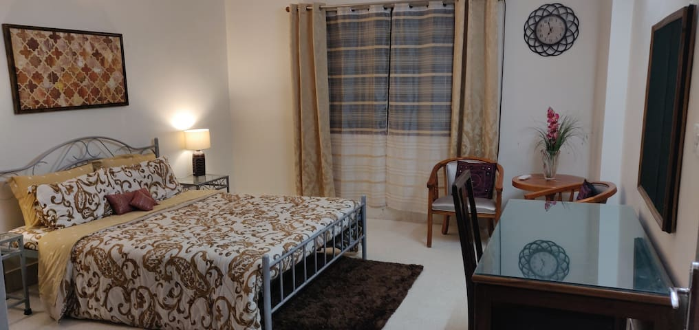 Experience Hyderabadi Hospitality! Bed & Breakfast