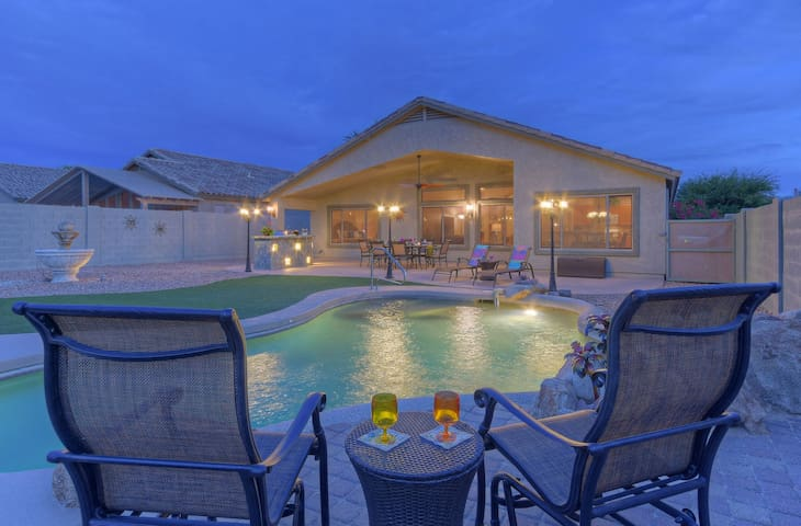 LUX Gold Canyon Home, Mt Views, Pool - Opt Heat, Spa, Hikers/Golfers PARADISE