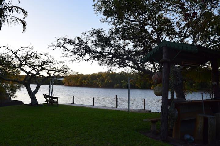 Peaceful River front hideaway. - Bli Bli - House