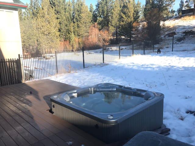 Huge Cabin House,HOT TUB!!!! Deck, $0 clean fee