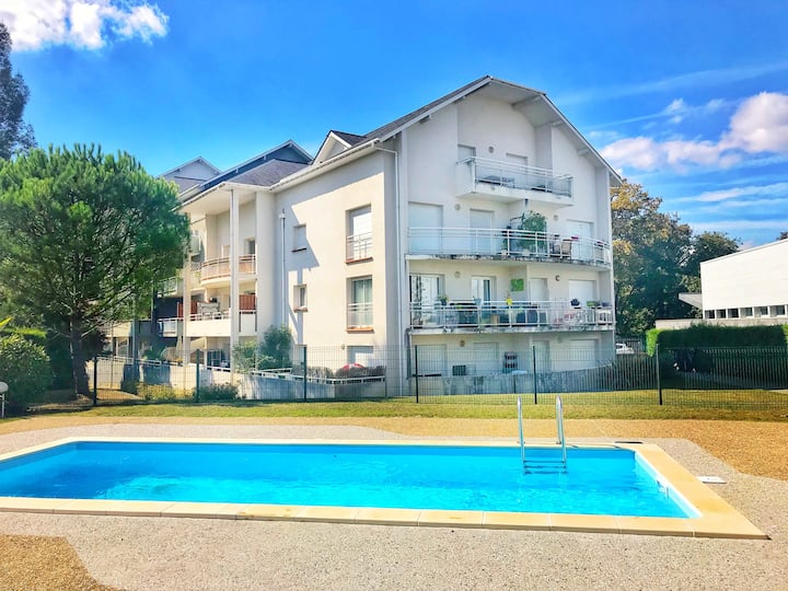 Appart. T2, piscine, proche centre ville de Pau