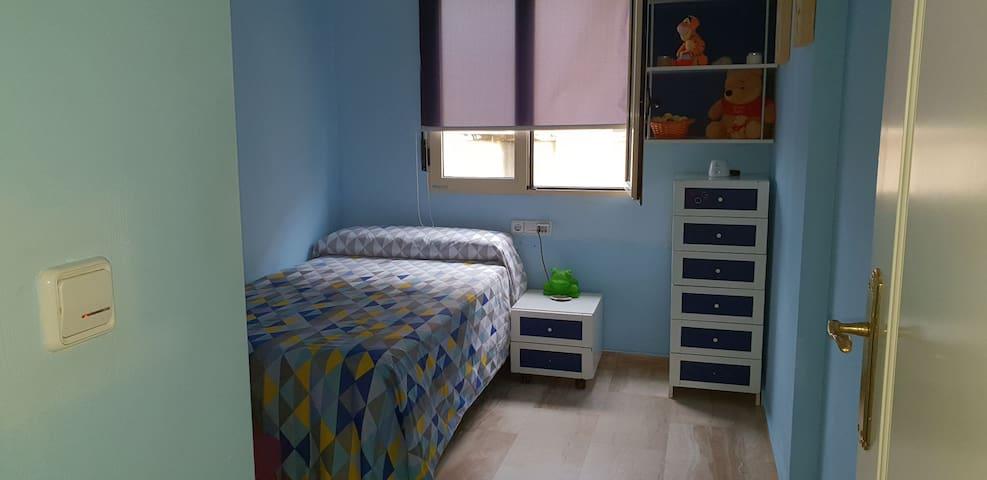 Habitación en Dénia, acogedora , una cama de 105.