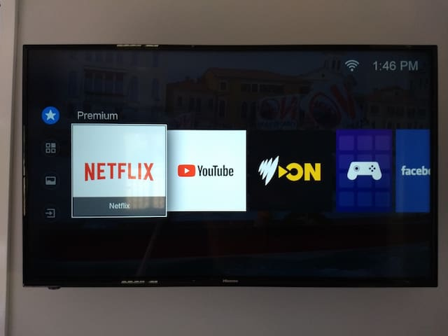 """New 43"""" Smart TV, wifi connected, use netflix (byo account) HDMI inputs"""
