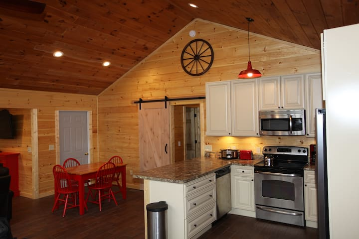 A Walk in the Woods 2- Specials!!! - Sevierville - Cabaña