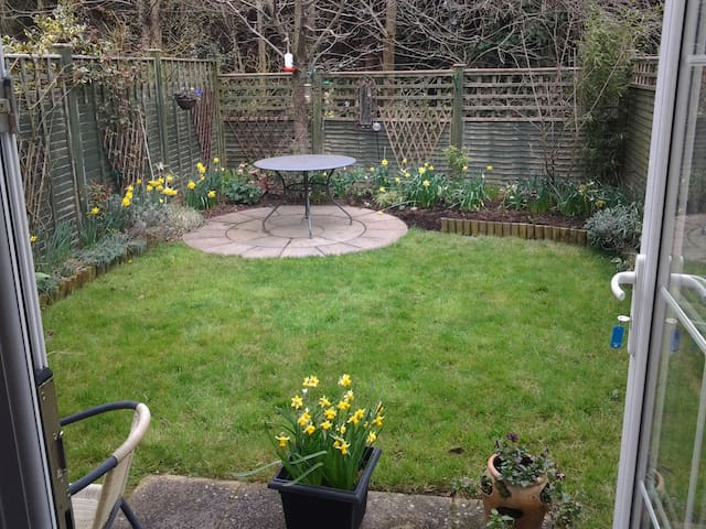 Three bed semi in Pinhoe, Exeter - Exeter - Dům