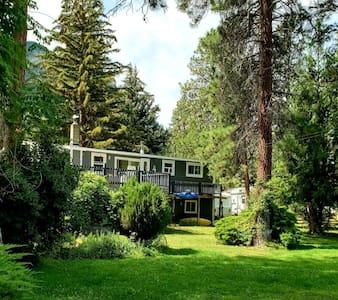Okanagan/ Similkimeen Private Apartment Farm Stay