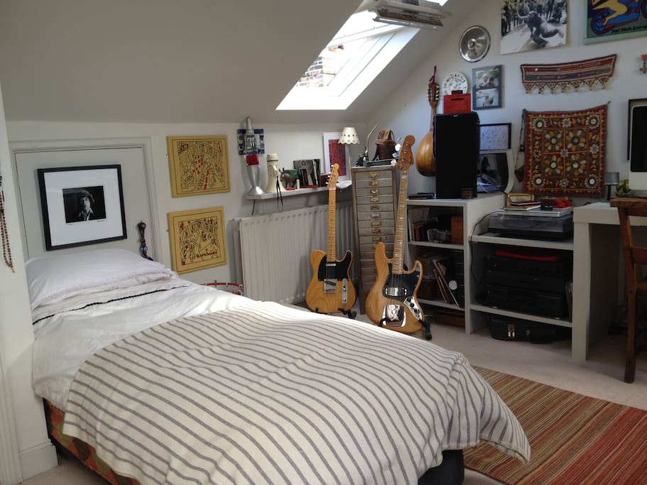 sleeping in the music room shepherds bush houses for rent in london united kingdom. Black Bedroom Furniture Sets. Home Design Ideas