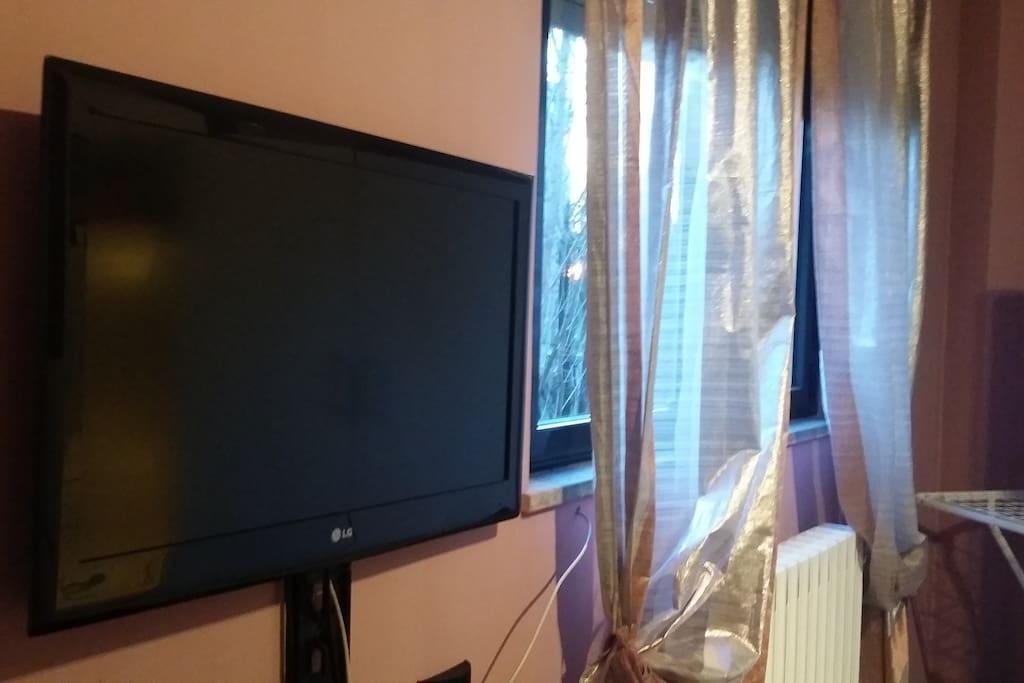 Il tv Led a 32 pollici dotato anche di play station