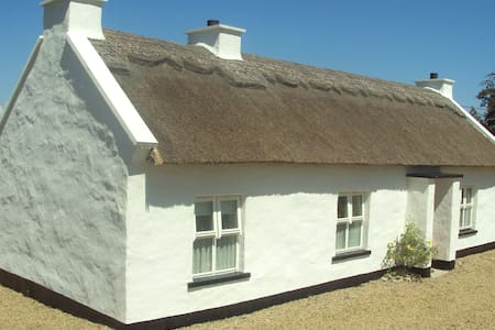 400 Year Thatched Cottage - Ballyshannon