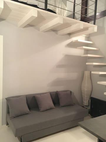 Studio con zona notte soppalcata - Mailand - Haus