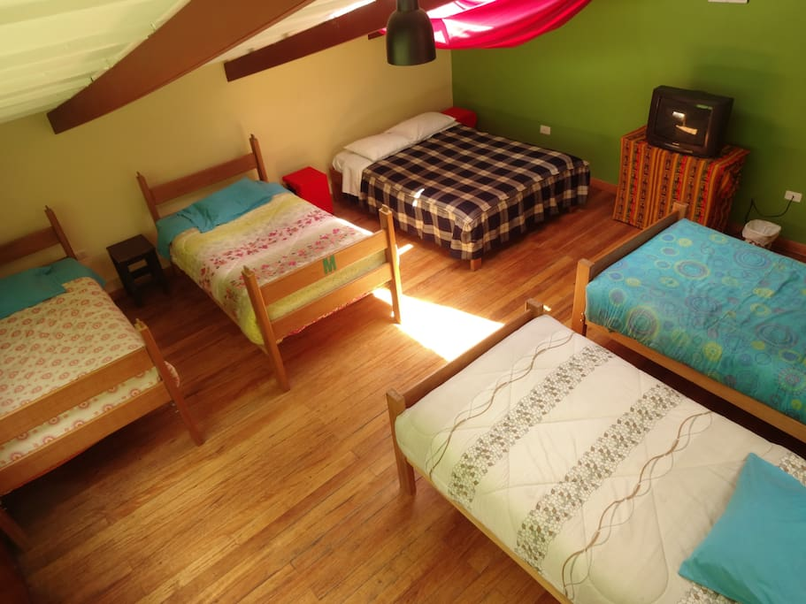 Habitaci n quintuple bed and breakfasts for rent in for Habitacion quintuple