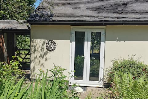 Canalside Cottage - King Sized Room