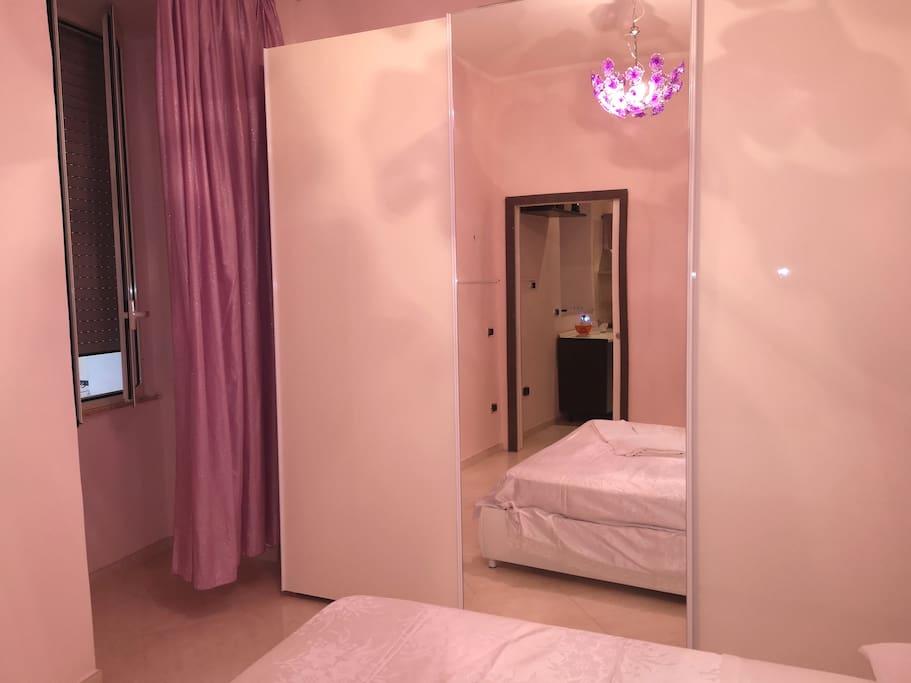 balcone ed armadio a specchio