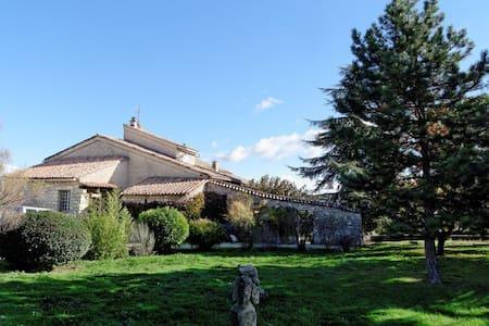 Bastide au coeur du Parc du Luberon - VIENS
