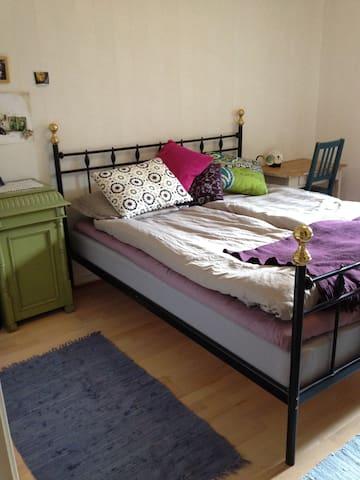 Spacious room in quiet, green area. - Stockholm - Apartment