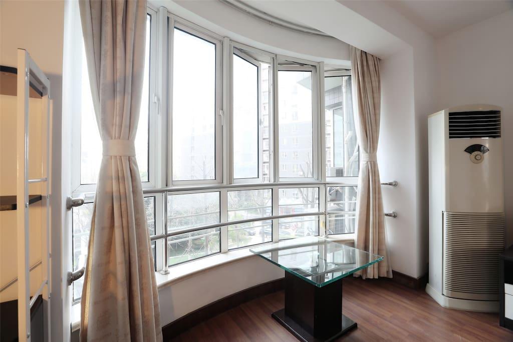 big window of room B
