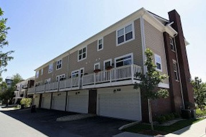 New Townhome - 17 Miles from Lucas  - Carmel - House