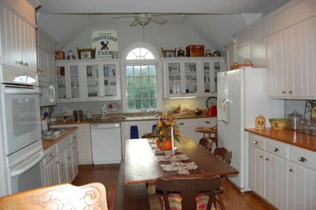 Complete Kitchen, Harvest Table and Gorgeous Views