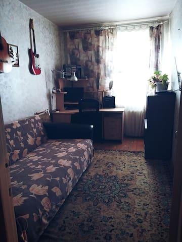 Уютная комната посуточно, спальный район.
