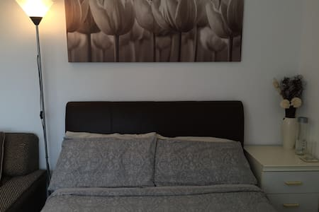 Spacious Double room in 2-Bed flat - Feltham