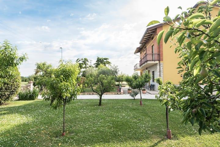 Accogliente camera tripla ai piedi di Assisi