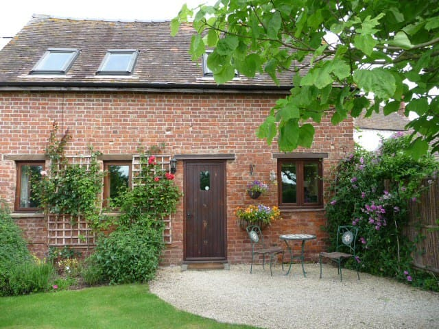 Orchard Barn Cottage - Peace and Tranquility - Upleadon - Hus