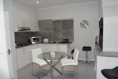 ZEBRA PLACE ROSENDAL BELLVILLE CT - Kaapstad - Appartement
