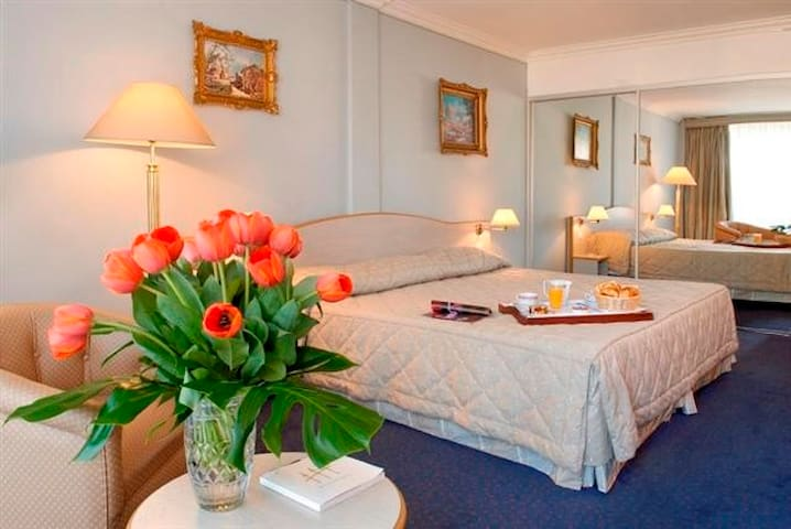 Luxury room with Balcony and terrasse near Croisette and beaches