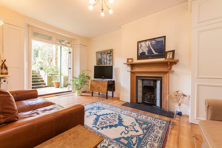 Spacious basement flat in Hampstead