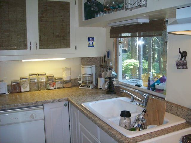 Fully appointed Kitchen, just bring food.