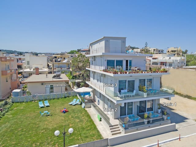 Modern,Beachfront,Amenities,No car needed 2