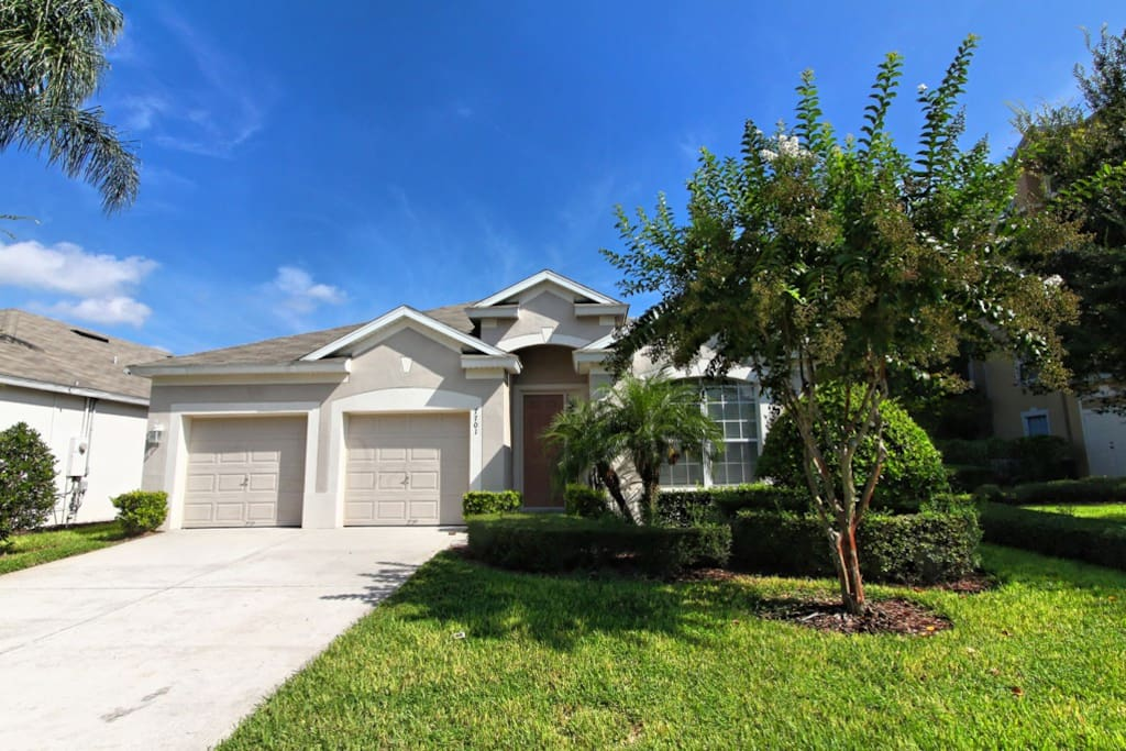 This spacious vacation home is the perfect accommodation for your family to enjoy a magical vacation to Walt Disney World® Resort and the attractions and water parks of Orlando, Florida.