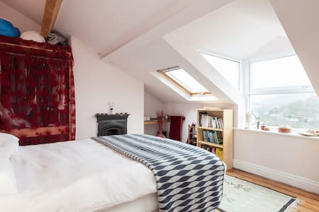 Spacious, peaceful, en-suite, spectacular views - Hebden Bridge