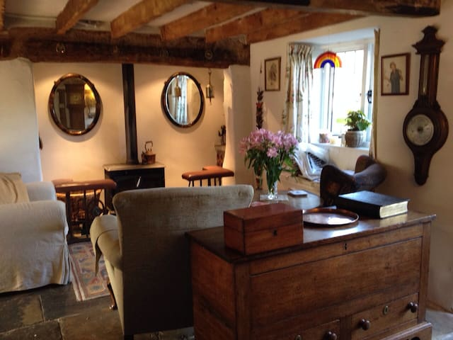 Private Room in Idyllic Country Cottage - Tatworth