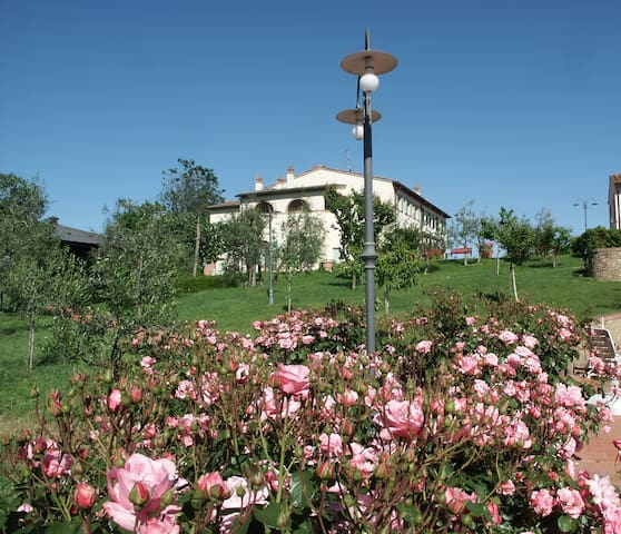 Room overlooking Tuscany hills - Castelfiorentino - Bed & Breakfast