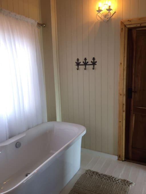 Bathroom with inter-leading door to the outside shower