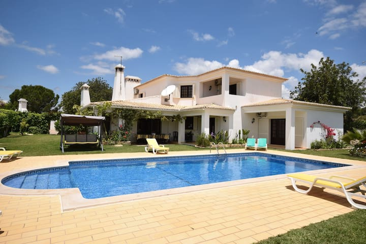 Luxurious Villa in Ferreiras with Private Swimming Pool