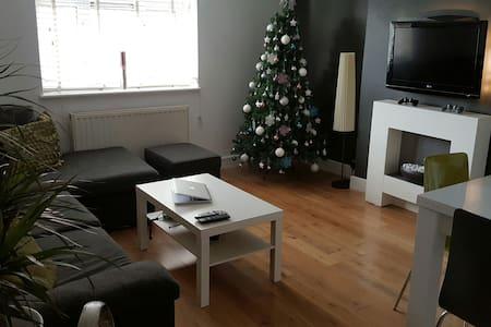 Private Living Room, Smart TV, PS3! - Лондон