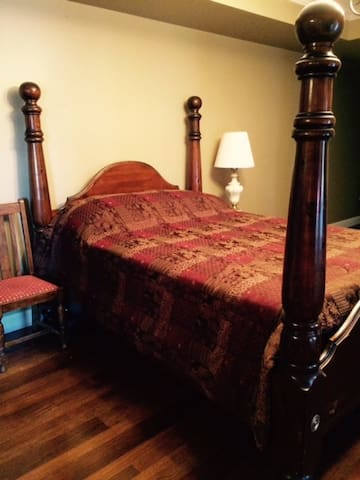 Sleep in peace in this comfy queen bed!