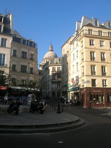 Charming apartment behind panth on appartements louer for Appart hotel 5eme arrondissement paris