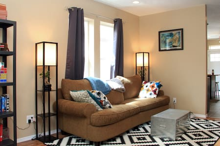 Cute Teal Room by Downtown&Airport