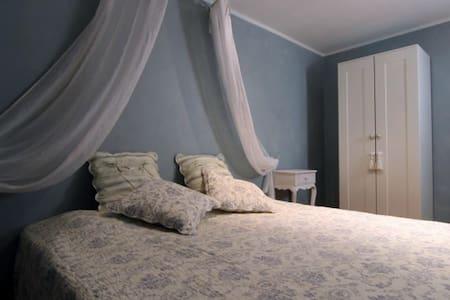 Kamer Atget - blauw en romantisch - Nieul-le-Virouil