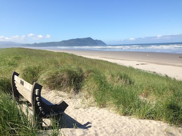 Gearhart beach and Tillamook Head, from the end of the pathway